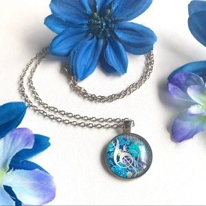 Jewelry - Blue floral/ music note circle pendent necklace